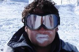 Les yeux rouges, premier « bobo » du skieur