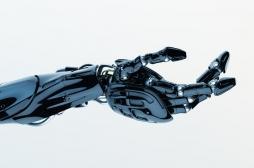 Amputation : une prothèse de bras capable de faire ressentir les sensations du toucher