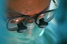Double greffe du visage: une opération hors norme et un risque permanent de rejet du greffon