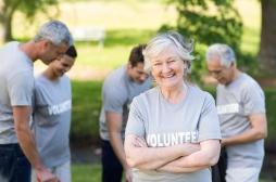 Pour les femmes âgées, l'engagement social comporte des risques