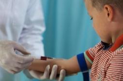 Prise de sang : comment rassurer les enfants qui ont la phobie des aiguilles ?
