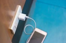 Attention, les chargeurs de téléphone génériques peuvent causer des brûlures et des électrocutions