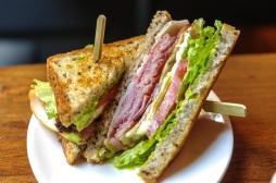 Cinq personnes meurent après avoir mangé des sandwichs : les dangers de la listeria