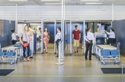 Aéroports  : les bacs en plastique sont de véritables nids à virus