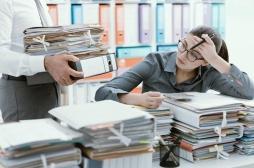 Subir de lourdes pressions au travail prédisposerait les femmes à prendre du poids