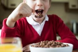 Obésité: les petits-déjeuners gratuits à l'école inquiètent les spécialistes