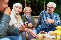 Démence : avoir une vie sociale active à 60 ans diminuerait le risque