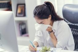 Angine, gastro, rhume : nos conseils pour ne pas tomber malade au bureau