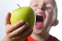 Alimentation : les enfants boivent trop de jus de fruits