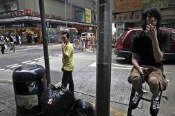 VIDEO. Hong Kong affiche des portraits géants des pollueurs