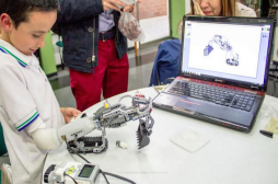IKO : la prothèse Lego qui redonne le sourire aux enfants handicapés