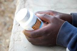 Sida : l'OMS s'inquiète de l'émergence de résistance au traitement