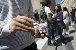 Fumer au lycée : le débat divise les ministres