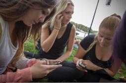 Smartphone : les adultes de demain seront bossus !
