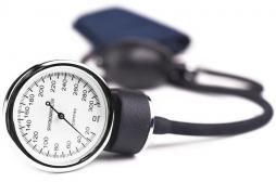 Hypertension artérielle : le risque de maladies cardiovasculaires réduit à 140 mm Hg de systolique