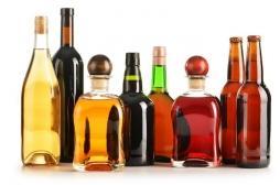 Alcool : les industriels minimisent les risques de cancer