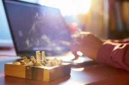 Tabac : le stress au travail pousse à...