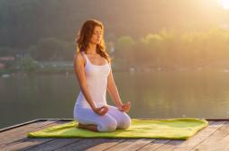 Faire du yoga pour contrôler sa tension