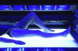 Cabines de bronzage : s'exposer jeune augmente le risque de mélanome
