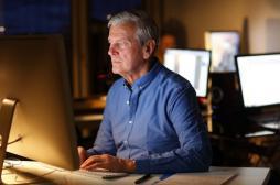 Travailler trop et dormir peu nuit à la santé à la retraite