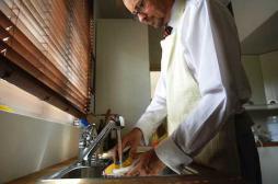 Faire la vaisselle pour évacuer son stress