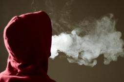 Les adolescents qui vapotent ont trois fois plus de risques de passer à la cigarette