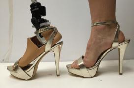 Handicap : une prothèse de pied pour porter des talons