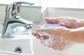 Les toilettes sont sales… les mains aussi!