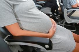 Naissances en plein vol : faut-il un médecin dans les avions ?