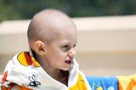 Une petite fille se meurt de leucémie…  Sauvée par un vrai miracle du génie de l'homme