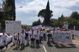 Internat de médecine : les étudiants campent sur leurs positions