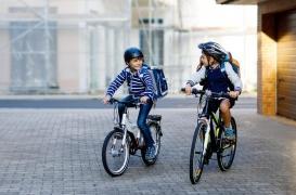 Aller à l'école à pied ou à vélo diminue le risque d'obésité infantile