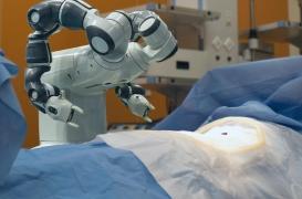 Anévrisme cérébral : des robots pour opérer le cerveau