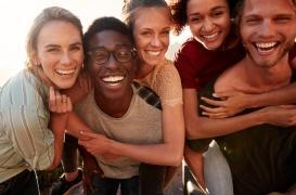 Passer du temps avec ses amis serait la clé du bonheur