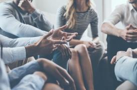 Psychologie : le problème des conversations à quatre et plus