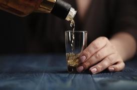 Alcoolisme féminin: les femmes qui boivent sont plus stigmatisées que les hommes