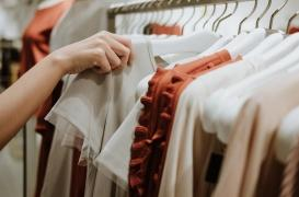 Soldes : l'importance de laver vos vêtements neufs avant de les porter