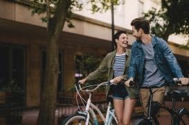 Psychologie : que disent les gestes affectueux d'un couple en public ?