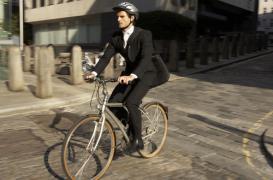 Surpoids : le vélo est plus efficace que la marche pour rester mince