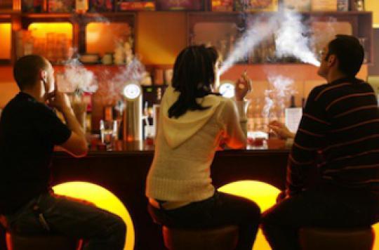Une personne sur dix fume encore après un cancer