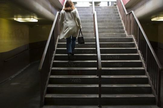Cerveau : études et escaliers freinent le vieillissement