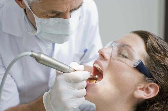 Un dentiste a contaminé potentiellement 22 000 patients