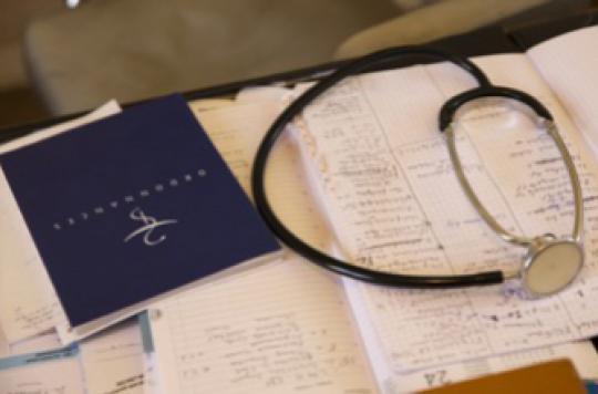 Professionnels de santé: 41 syndicats réclament le retrait du projet de loi
