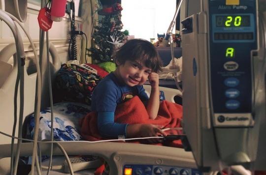 États-Unis : un garçon de six ans n'a jamais pu manger à cause d'une maladie digestive extrêmement rare