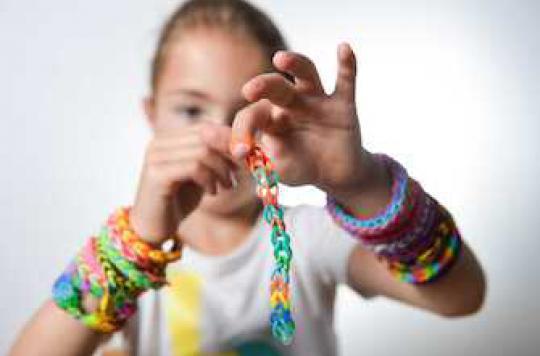 Bracelets Rainbow loom : alerte au risque d'ingestion chez les enfants