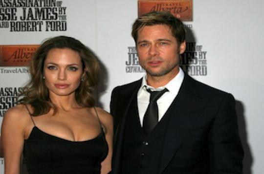 Pourquoi Angelina Jolie a subi une double mastectomie