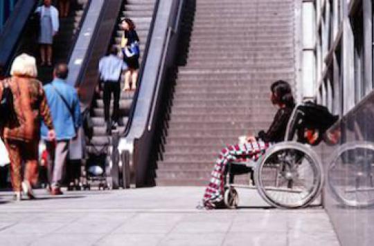 Accessibilité aux handicapés : les associations en colère