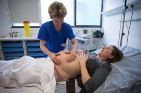 Plus de sages-femmes pour éviter des grossesses trop médicalisées