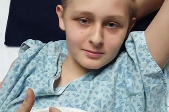 Jugé cliniquement mort, un adolescent sort du coma avant que les médecins le débranchent