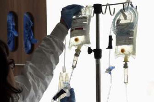 Cancer : des experts dénoncent le coût des traitements
